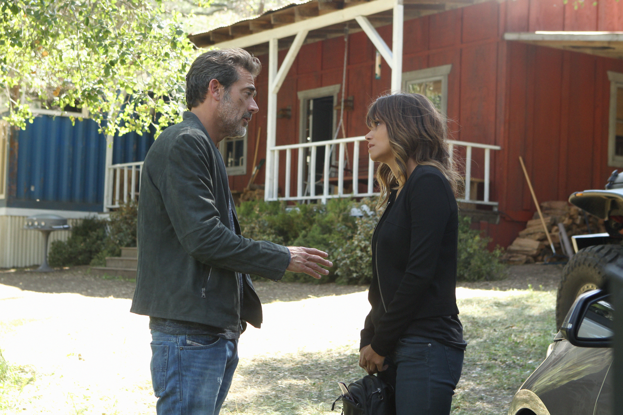 Jeffrey Dean Morgan as JD Richter and Halle Berry as Molly Woods