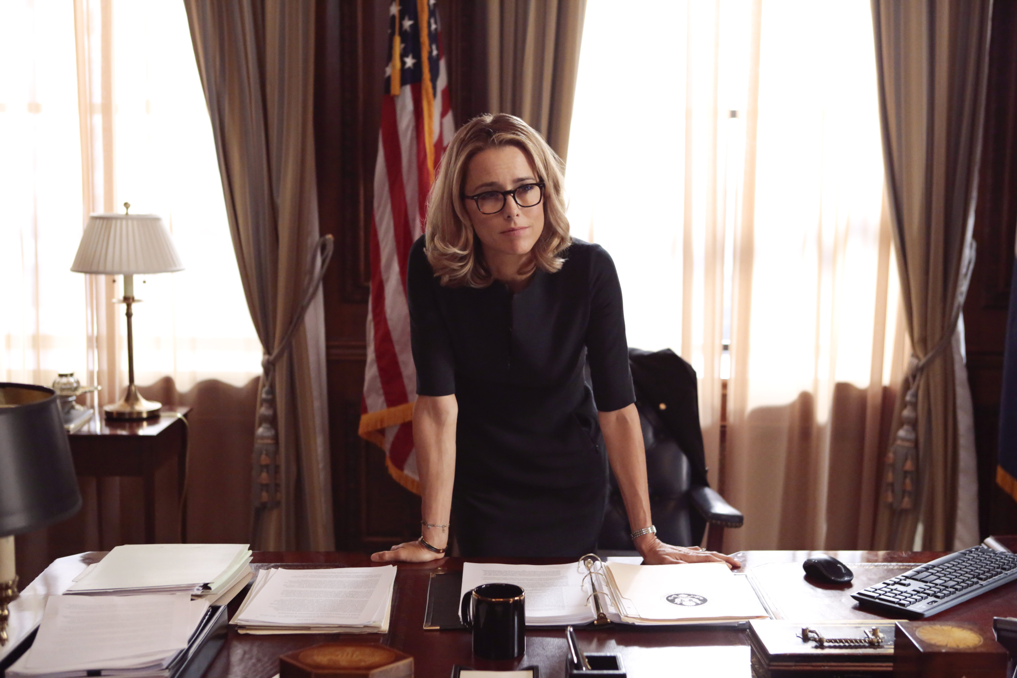 """33. Téa Leoni is well-known for her critically acclaimed TV role in the situation comedy """"The Naked Truth."""""""