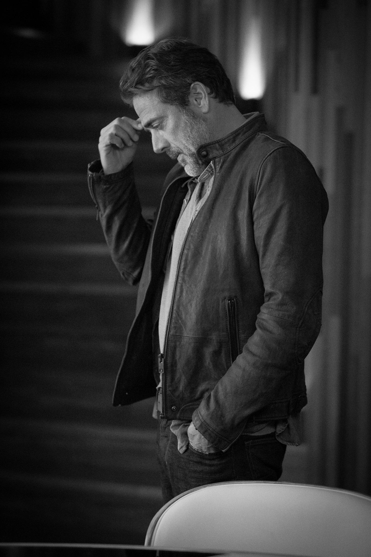 Jeffrey Dean Morgan gets into character.