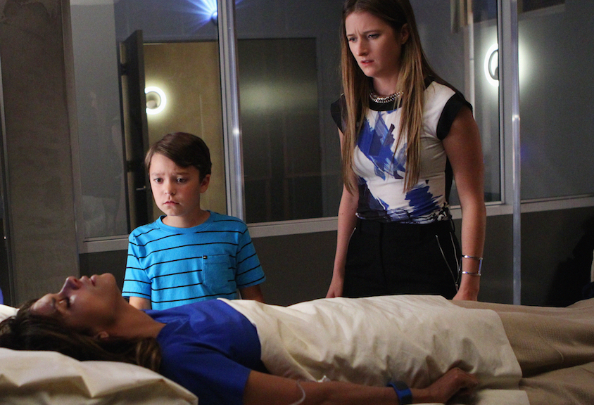 Halle Berry as Molly Woods, Pierce Gagnon as Ethan Woods, and Grace Gummer as Julie Gelineau.