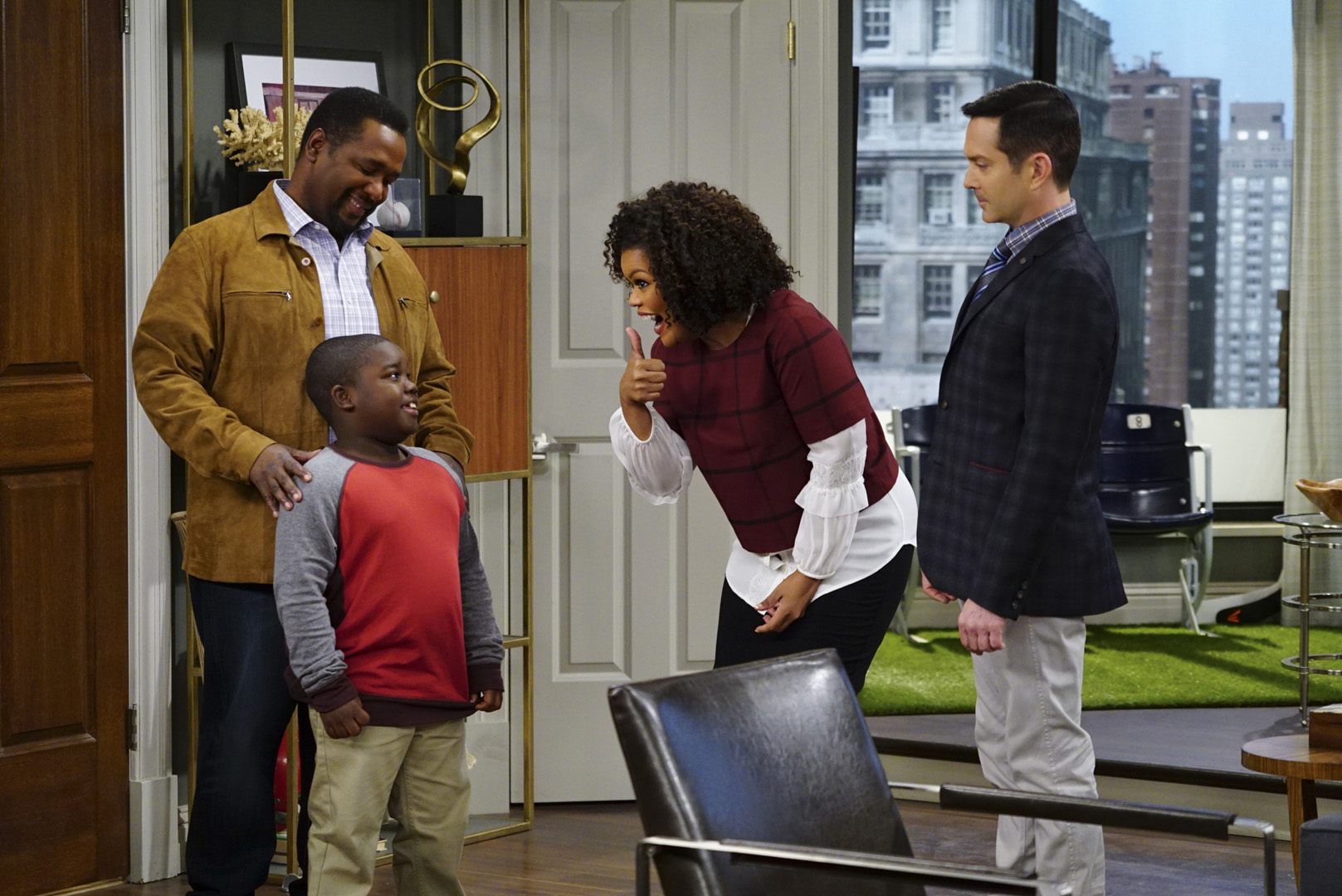 Dani gives Teddy's young son a thumbs up when they visit Oscar and Felix's apartment.