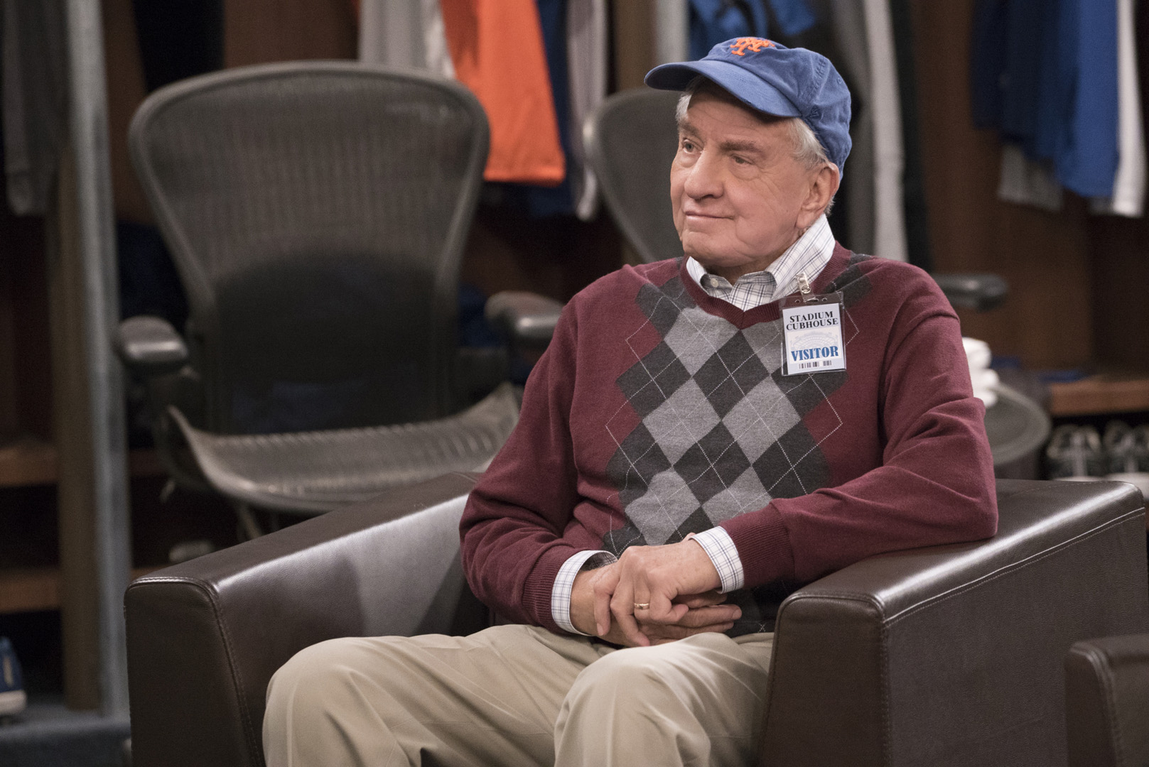 Oscar's father, Walter, gets comfortable in the Mets' locker room.