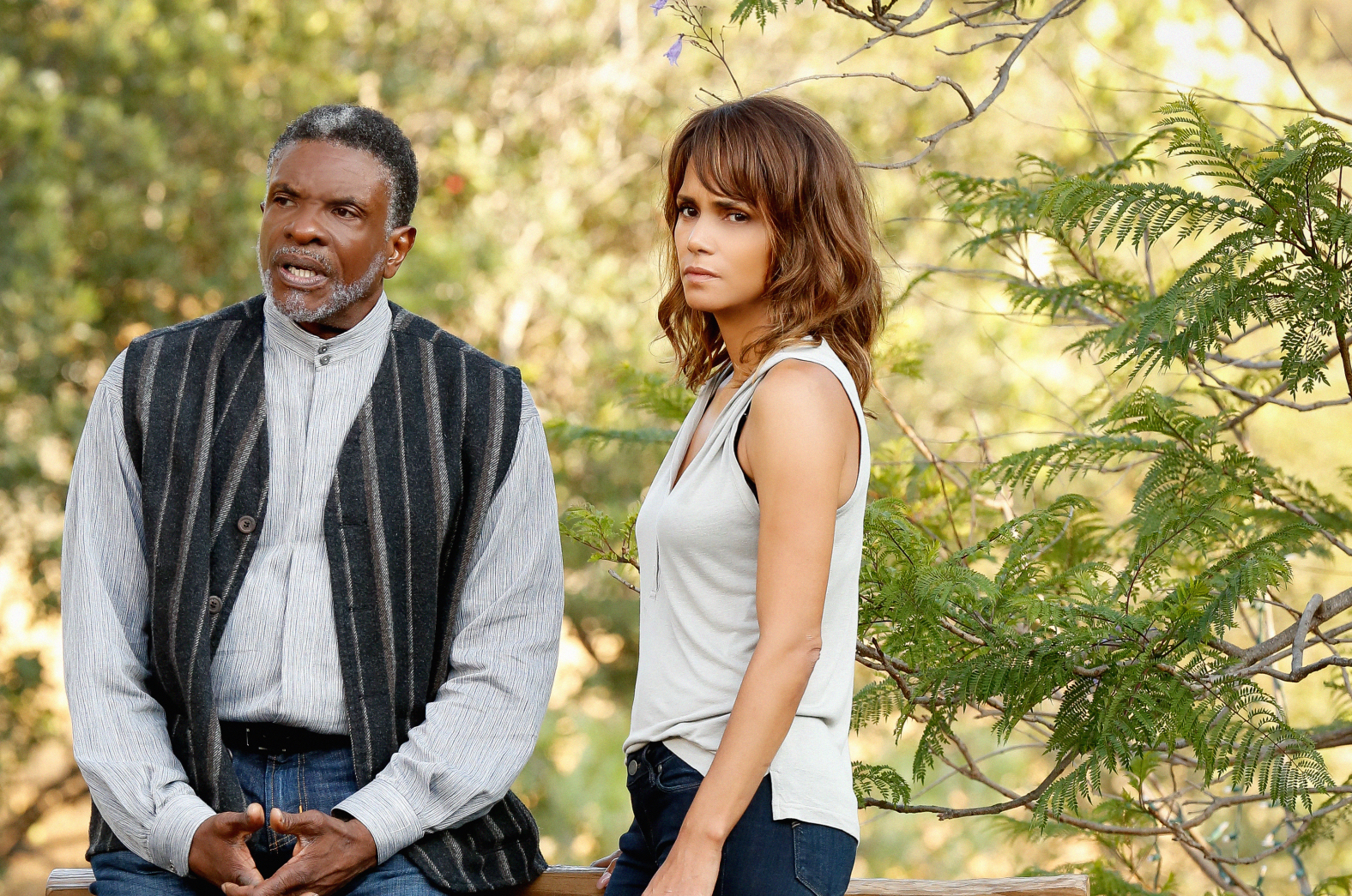 Keith David as Calderon and Halle Berry as Molly Woods.