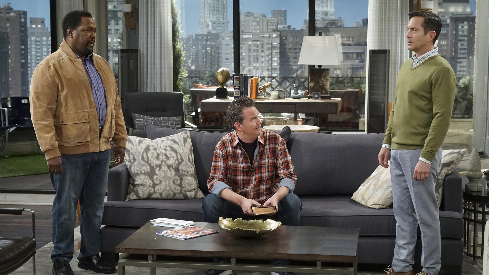 Teddy, Oscar, and Felix meet at the apartment.