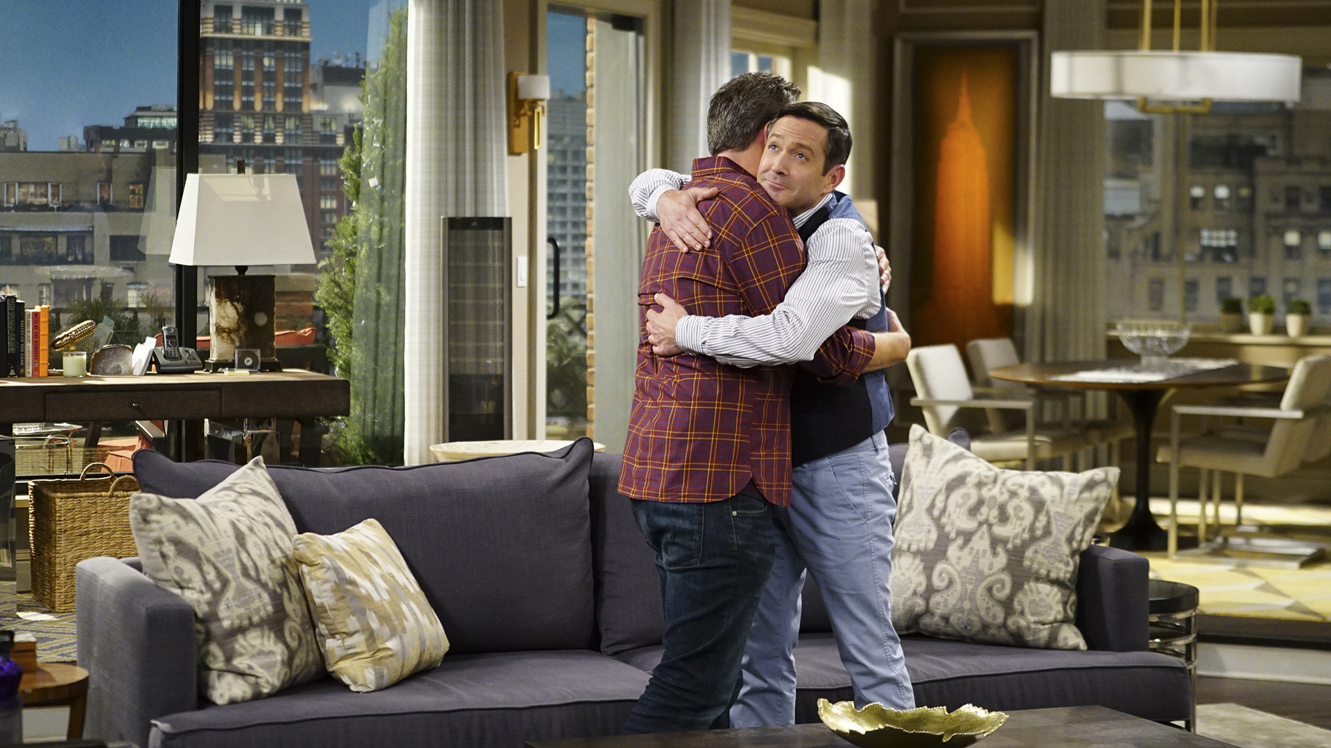 Oscar and Felix hug it out.