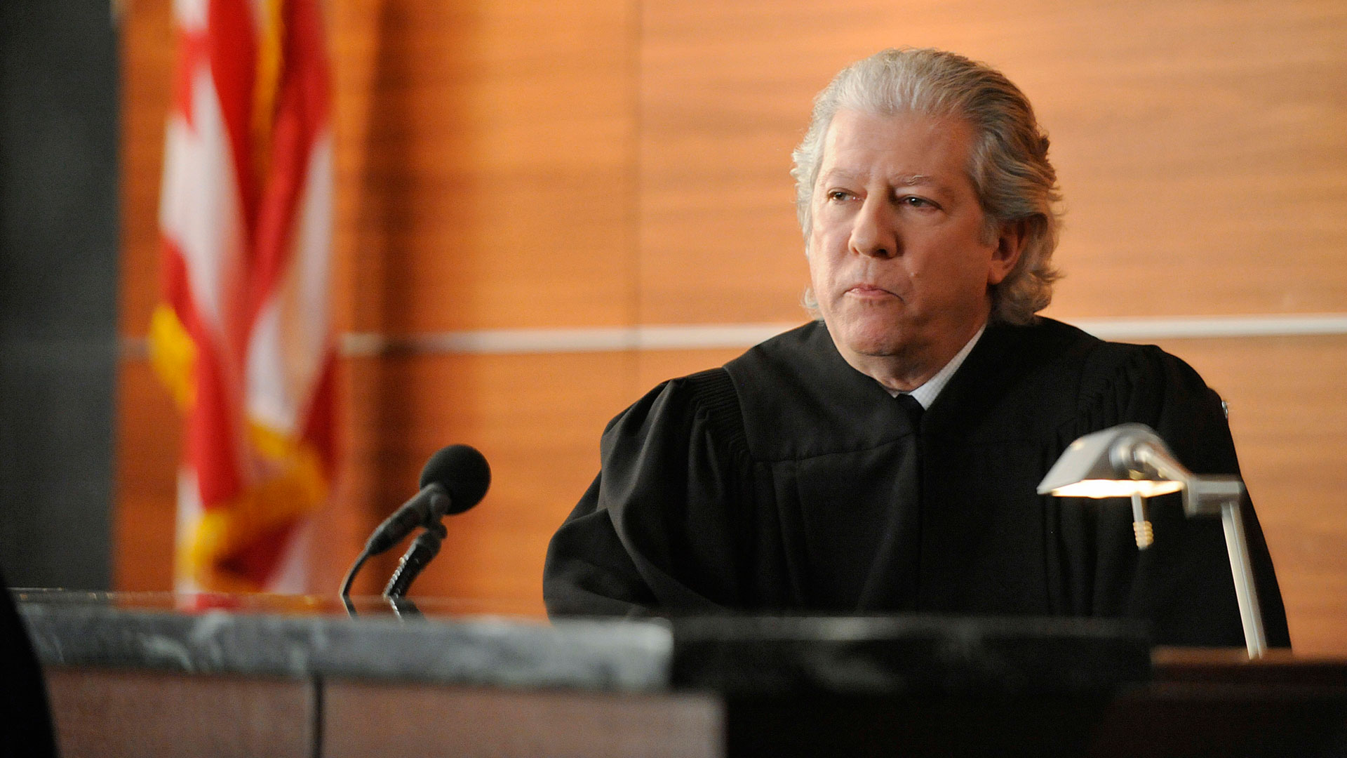 Judge Harvey Winter (Peter Riegert)