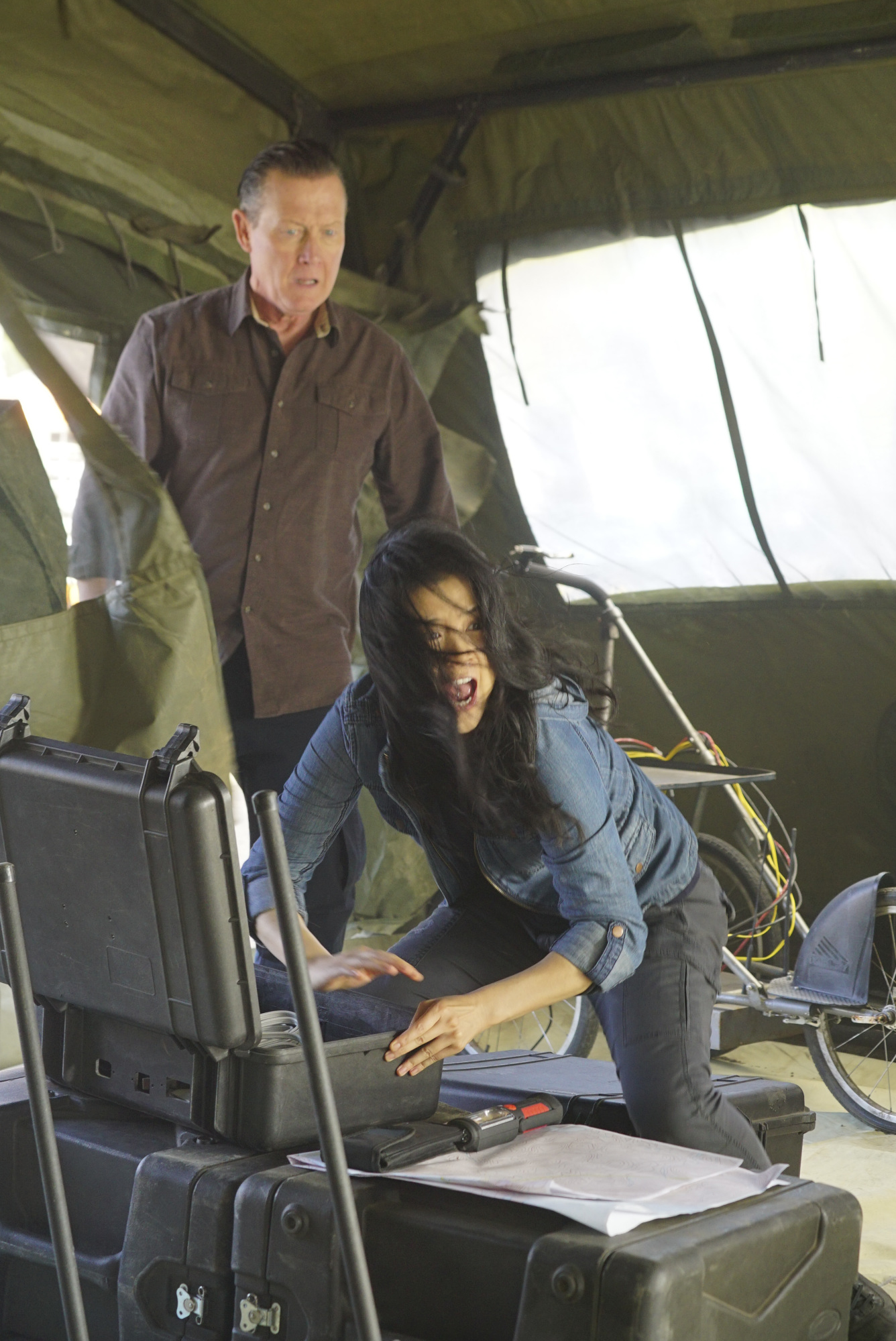 Robert Patrick as Agent Cabe Gallo and Jadyn Wong as Happy Quinn
